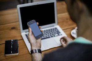 Pointage mobile et ordinateur : lequel choisir ?